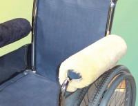 Rollstuhl Armlehnenpolster mit med. Schaffellbezug